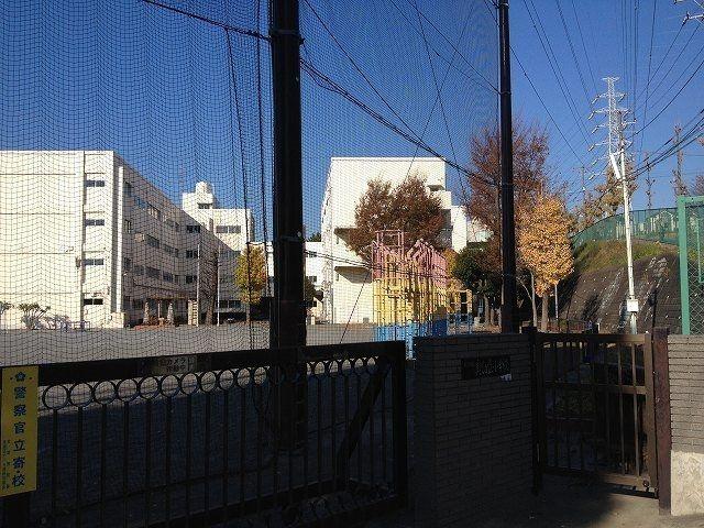 美しが丘小学校 校門(東側)