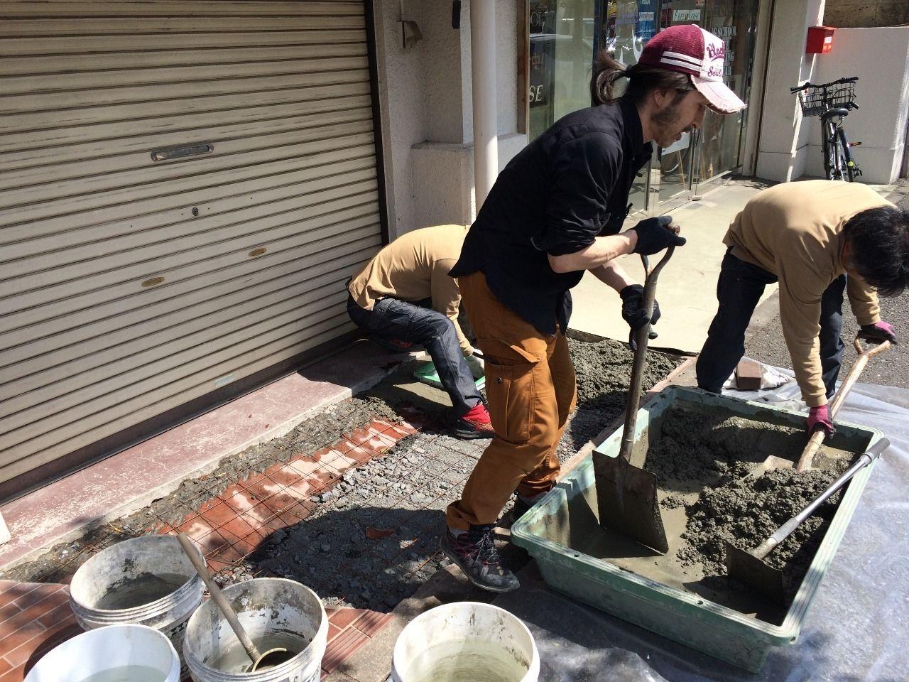 クーパーズ不動産・店先が様変わりしました!『花壇を壊して、土間コンクリート打ち。』