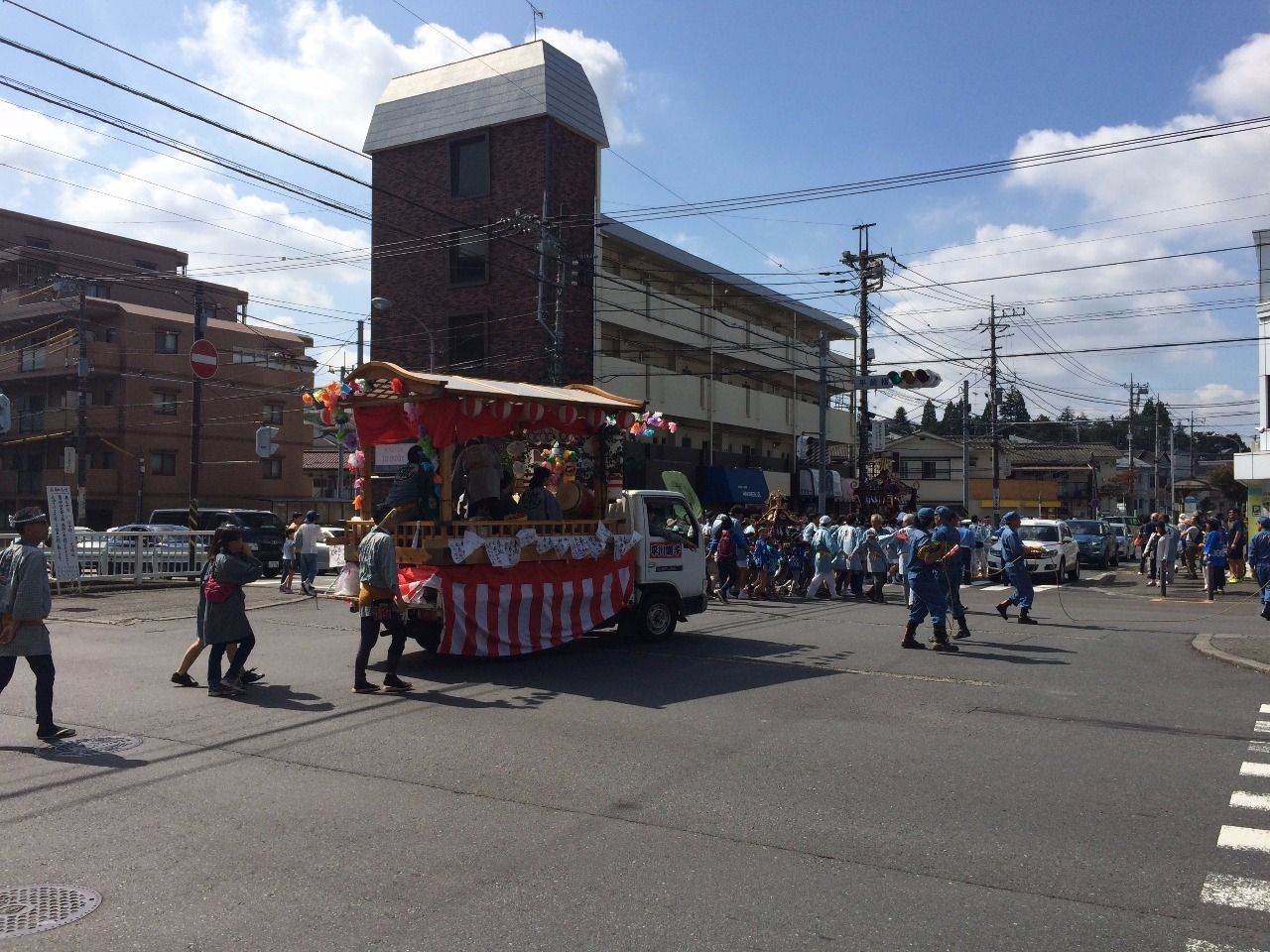 平川神社(横浜市青葉区美しが丘4丁目)の秋祭りの様子です。