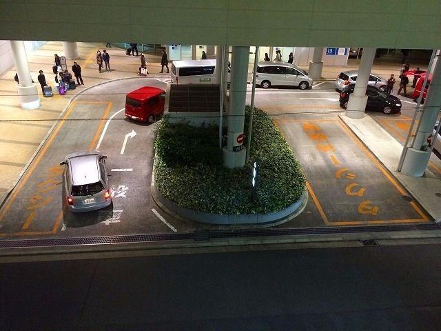 タクシー乗り場に一般車が乗り入れ可能です。(たまプラーザ駅南口)