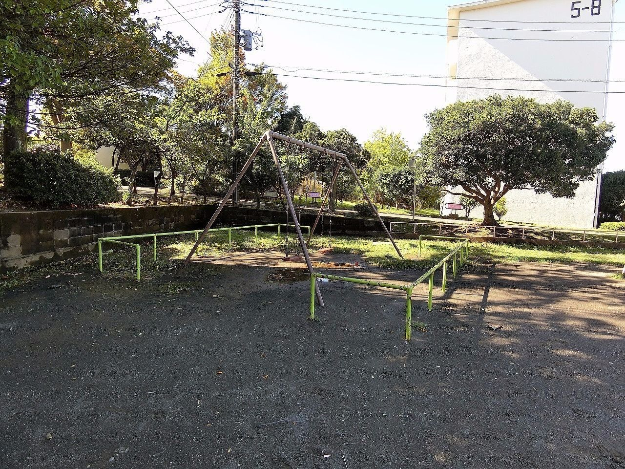 ドーナッツ公園・たまプラーザ団地(敷地内)ブランコ
