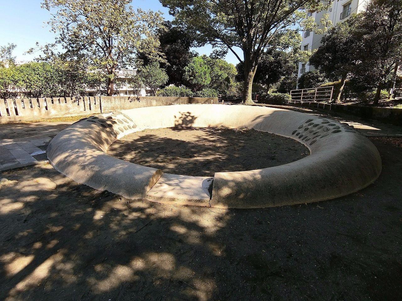 ドーナッツ公園・たまプラーザ団地(敷地内)の砂場