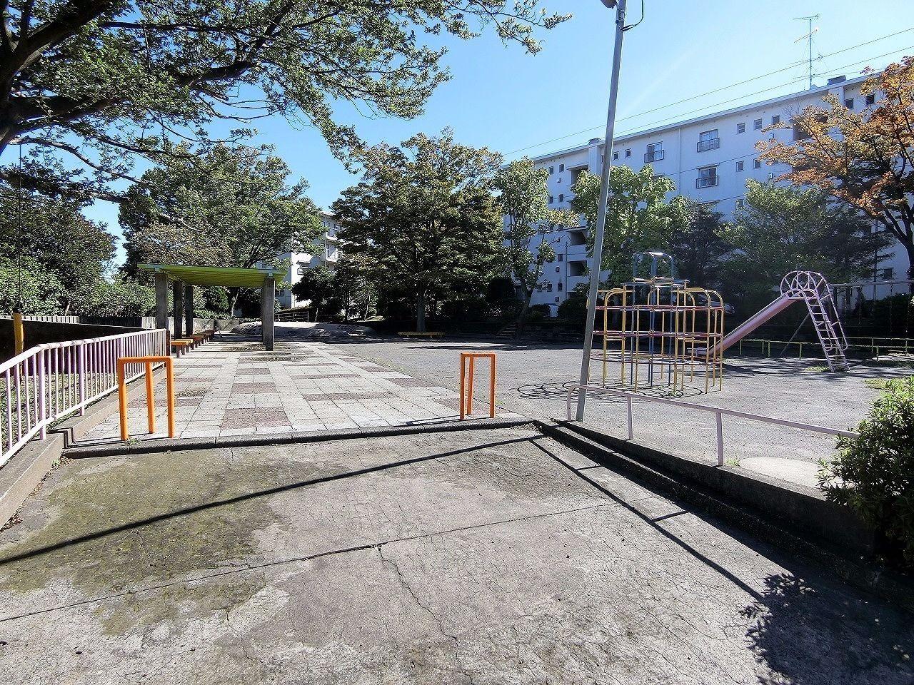 ドーナッツ公園・たまプラーザ団地(敷地内)